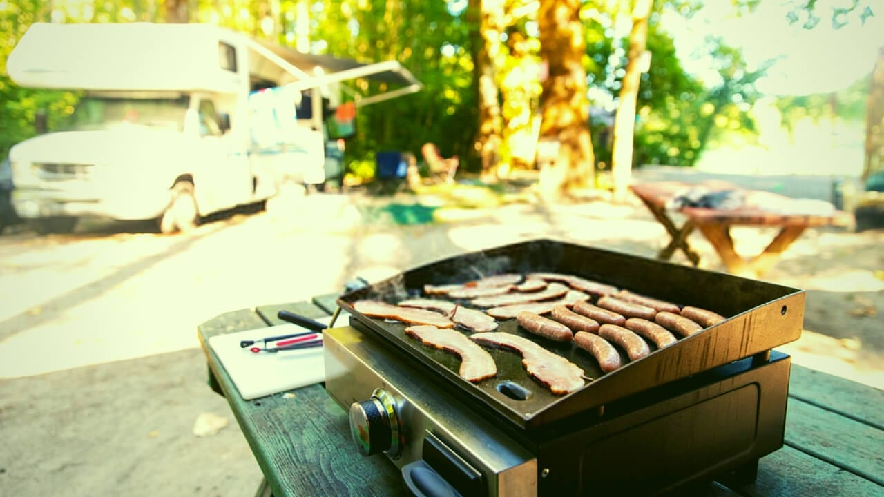 How to Clean Griddle Grill Feature Image
